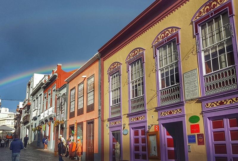 """Santa Cruz de La Palma: Dieses sensationalle Foto mit Regenbogen schoss Fernando Rodríguez und betitelte es so: """"Extremer Schönheitsalarm auf der Isla Bonita!"""""""