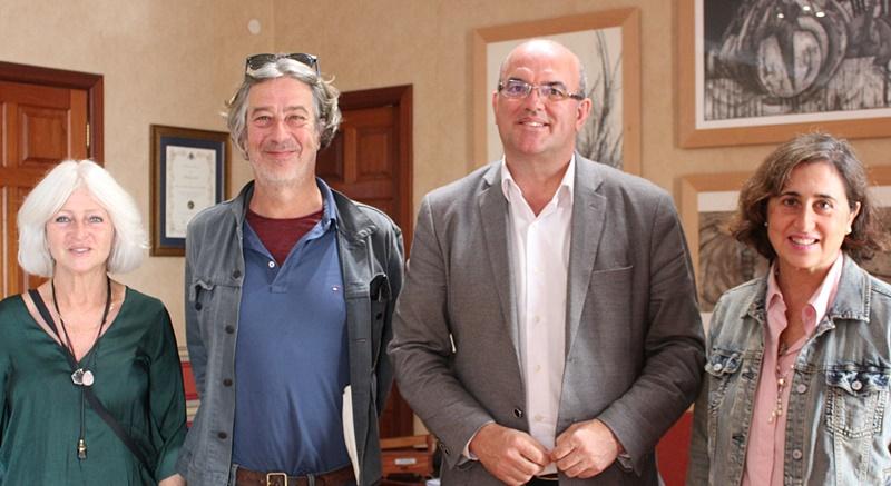 Inselpräsident Anselmo Pestana mit der Familie von Günter Grass: