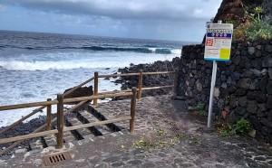 Schilder informieren Inselgäste: Vorsicht an der Küste von Garafía!