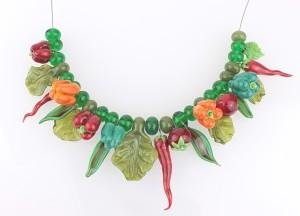 """Originelle Halskette - nicht nur für Veggies: der """"Gemüsegarten"""" von Conny."""