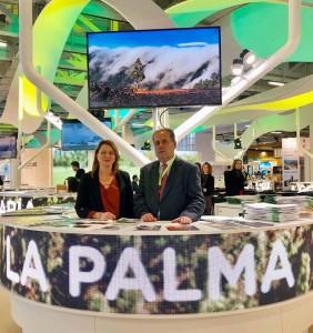 Der La Palma-Stand im preisgekrönten Pavillon der Kanaren: Inseltourismusrätin Alicia Vanoostende und Inselvizepräsident