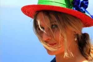 Nieves Castelló: Die Frau von Fernando fertigt Hüte in traditioneller Handarbeit mit modernerm Touch an.