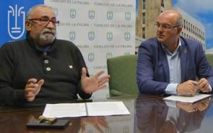 Inselpräsident Anselmo Pestana (rechts) und Carlos Díaz: Zuschüsse für Besay auch 2019. Foto: Cabildo