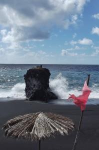 Rote Flaggen an den Sränden: unbedingt beachten, sie warnen vor Lebensgefahr beim Sprung in den Atlantik. Foto: La Palma 24