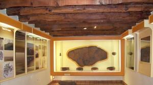 Innenraum in Belmaco: Hier sind Artefakte und Felsritzungen der Ureinwohner ausgestellt.