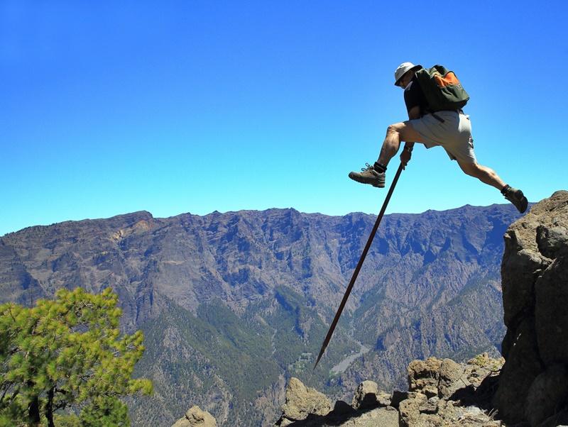 Die Caldera de Taburiente: In vielen Bereichen kommt der Mensch höchstens noch mit dem Hirtensprung weiter: Drohnen dagegen können den riesigen Vulkankessel besser im Auge behalten. Foto: Facundo Cabrera