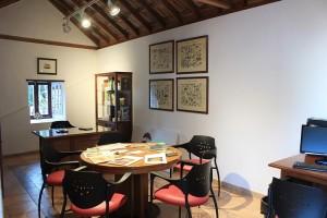 Das Centro de Micología in Mazo: kleine, gemütliche Studierstube mit Karteikarten, Fotos und Büchern in Sachen Pilze.