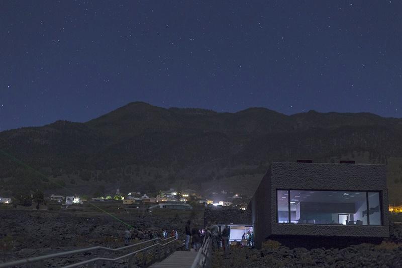 Die Teles waren unter anderem vorm am Samstag just eingeweihten Besucherzentrum an der Taubenhöhle in Las Manchas aufgestellt.