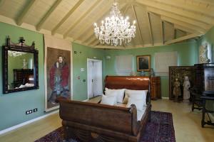 Zimmer, die Promis wie The Whitcher-Hauptdarsteller Henry Cavill wähernd der Dreharbeiten