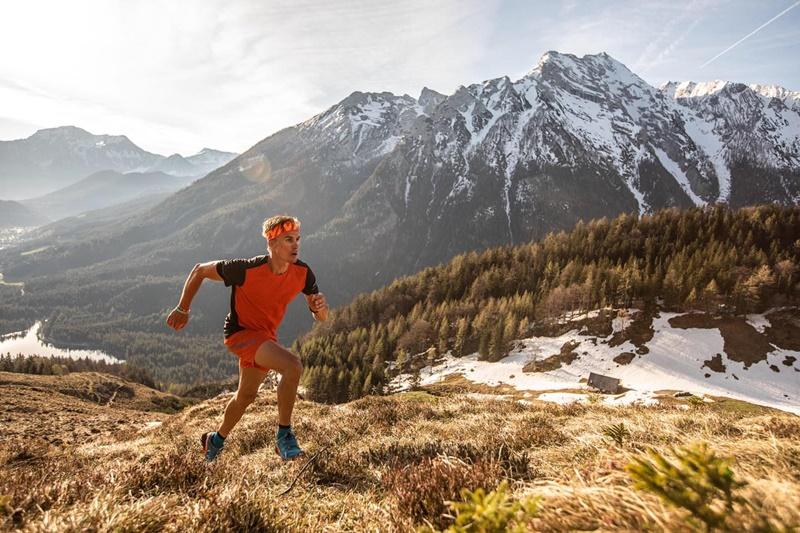 Hannes beim Training in den Alpen: Für Kraft sorgt eine Ernährung ohne Produkte mit Zucker, Weizen und Milch.