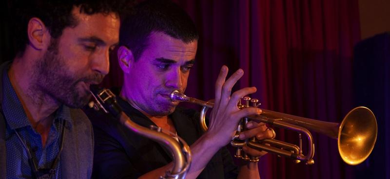 Idafe Pérez und José Vera: Die beiden Jazzer unterhalten in Tazacorte bei der Sonnwendfeier.