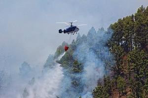 Keine Panik: sechs Helis schwirren heute über dem Bejenado in der Luft - aber es ist nur eine großangelegte Übung! Foto vom Waldbrand auf La Palma 2016: Frank Schlüter