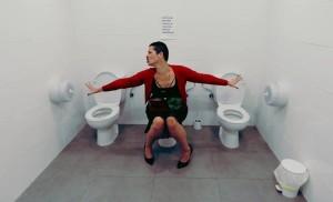 WC-Triple: Werk eines unbekannten Künstlers im Spar El Paso. Foto: Petite Lorena