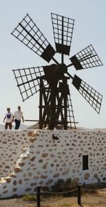 Brena Alta will seine alte Mühle sanieren und ein Museum daraus machen: Bürgermeister Jonathan Felipe besuchte vorab ein ähnliches Projekt auf Fuerteventura, wie auf diesem Bild zu sehen ist. Foto: Gemeinde